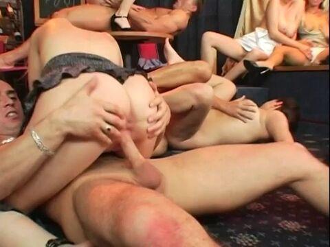 Riesen-Titten Orgie
